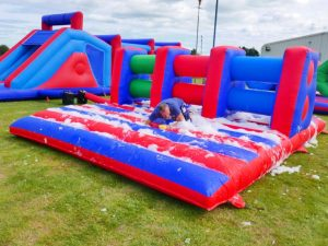 leisureking-itsaknockout-foam-assaultcourse