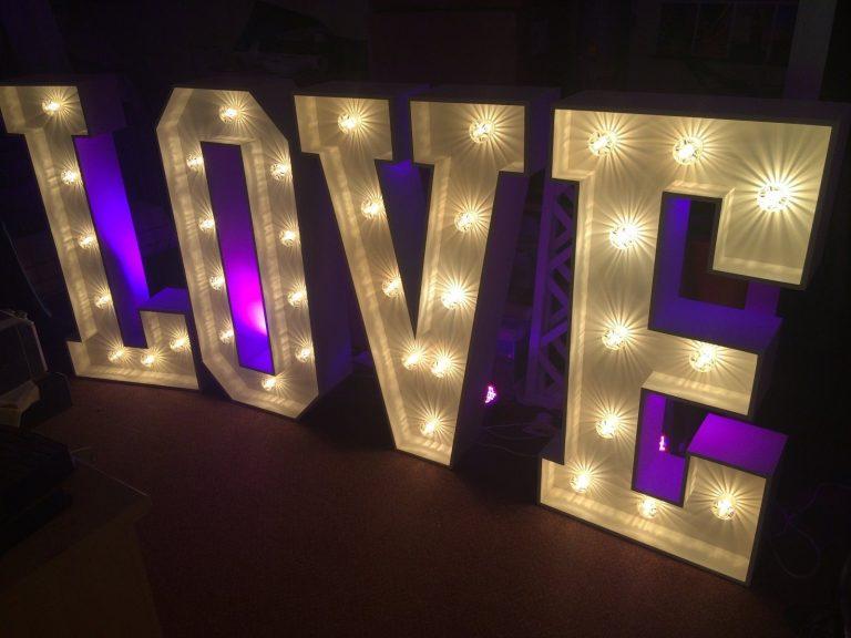 leisureking-loveletters-led-4ft