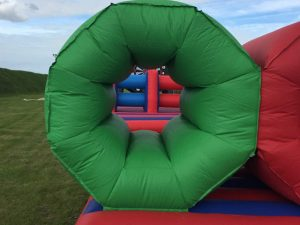 inflatable-its-a-knockout-barrel-crawl-hire