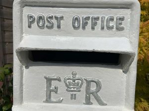 vintage-white-post-box-hire
