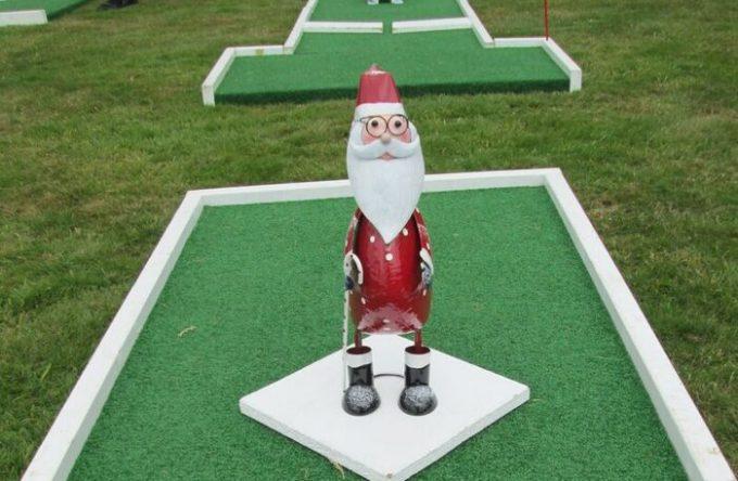 Christmas-mini-golf-hire-kent