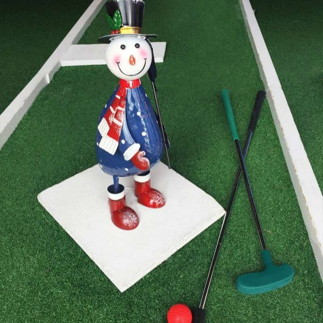 christmas-party-crazy-golf-hire-1
