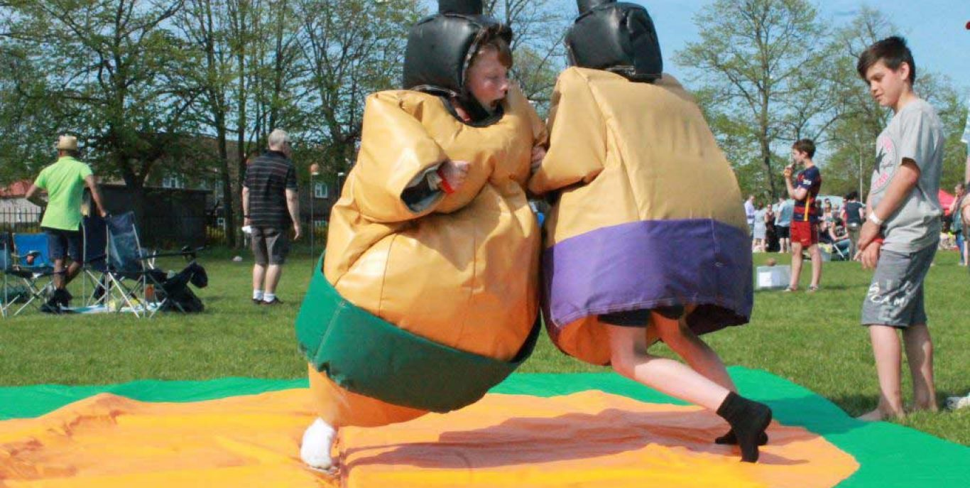 inflatable-sumo-suit-hire-kent