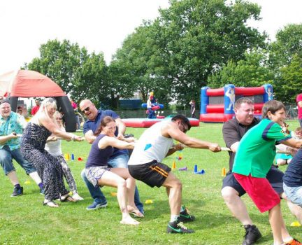 its-a-knock-out-tug-of-war-hire