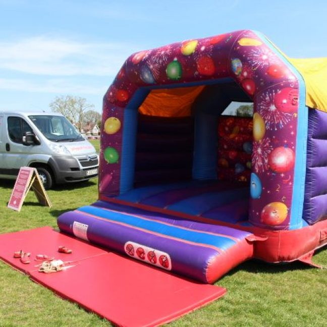 leisureking-bouncycastle-ChildCelebrations