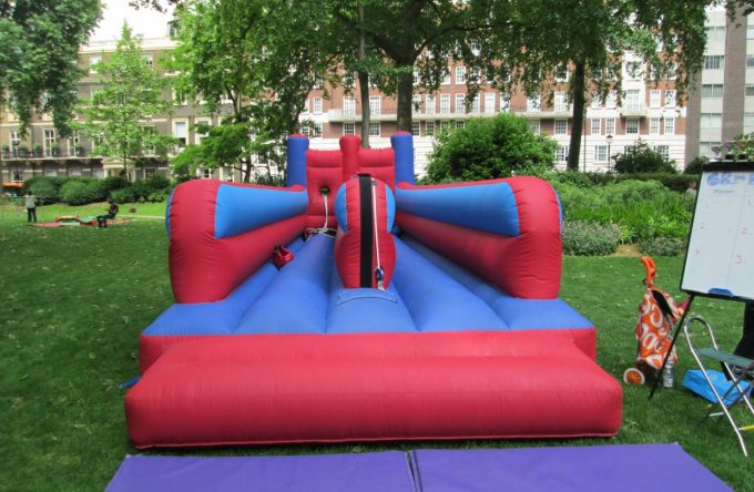 leisureking-bungeerun-blue-red-frontview