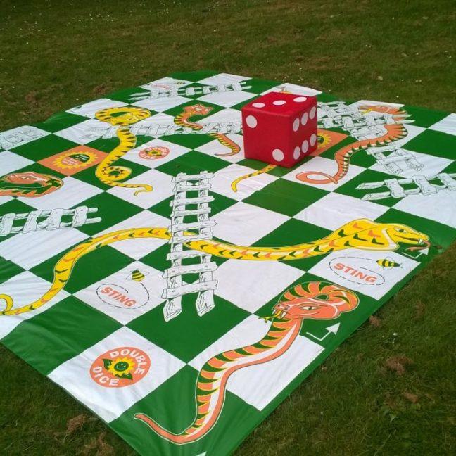 leisureking-gardengames-giantsnakesladders