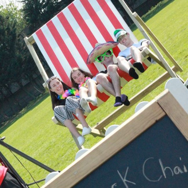leisureking-giantdeckchair-chalkboard