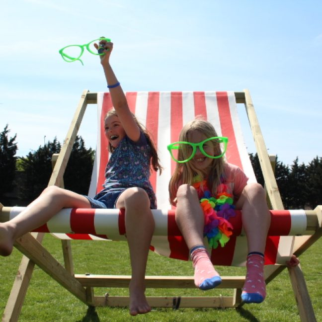 leisureking-giantdeckchair-girls1