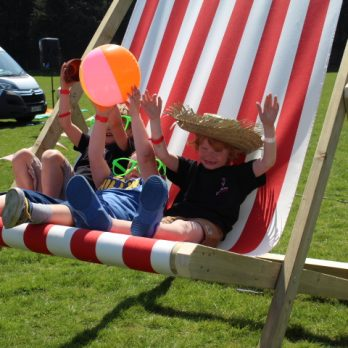 leisureking-giantdeckchair-kids3