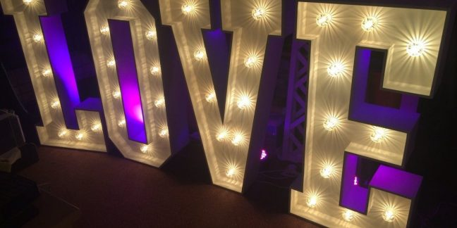 leisureking-loveletters-led-4ft