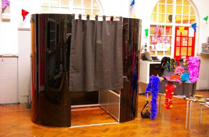 leisureking-photobooth-black-props