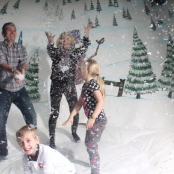 leisureking-snowglobe-family-photo-1
