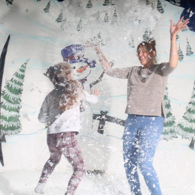 leisureking-snowglobe-mother-child