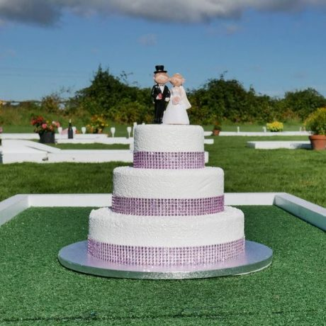 leisureking-wedding-crazygolf-cake-obstacle
