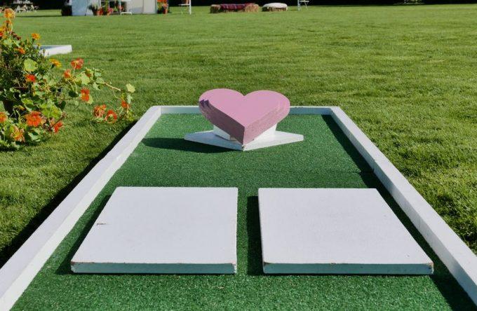 leisureking-wedding-crazygolf-heart-obstacle